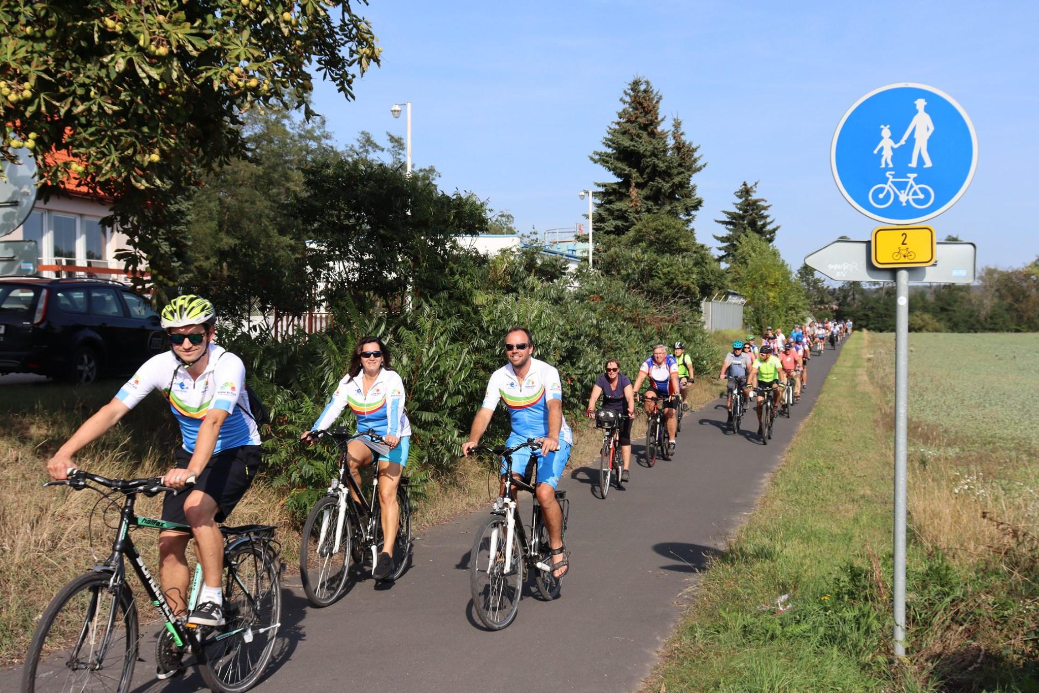 Cykloexperti se projeli po novém úseku Labské stezky